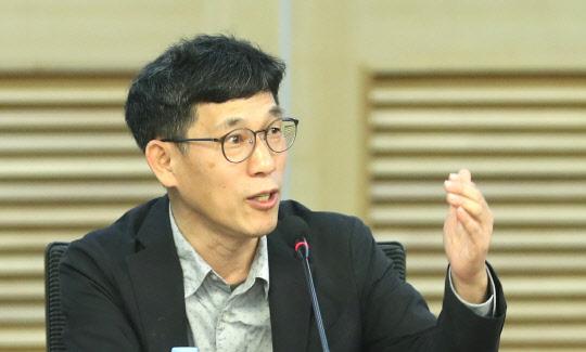 """진중권 , 추미애 작심비판 """"문민총장 탄압하는 문민장관도 있나"""""""